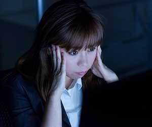 イライラが止まらない-女性-病気-ストレス-仕事-原因-PMS-症状-うつ病画像.jpg