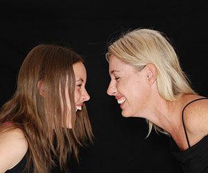笑い-健康-効果-免疫-作り笑い-健康にいい-女性画像.jpg