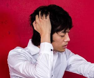 慢性頭痛-原因-症状-突然の激痛-吐き気-タイプ-男性画像.jpg