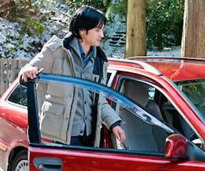 静電気対策-衣類-車-湿度-静電気体質-原因-改善方法-自動車ドア画像.jpg