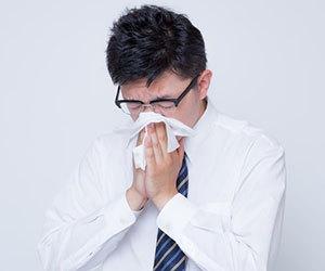 鼻の奥が痛い-喉-頭痛-風邪-血-鼻水-乾燥-鼻の奥がツーン痛い-原因-病気-鼻かむ画像.jpg